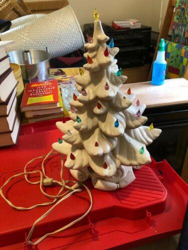 Vintage Atlantic Mold white ceramic Christmas tree w/ music box