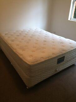 Sleepmaker Posture Zone Queen Bed Ensemble