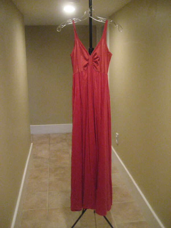 Olga Long Red Nightgown Size M Rare Preowned Style 8297 Good Condition