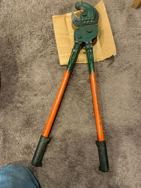 "KLEIN TOOLS 63700 Heavy Duty Ratchet Cable Cutter,Shear Cut,28"" USED"