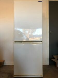 Fisher & Paykel 400L Bottom Mount Refrigerator