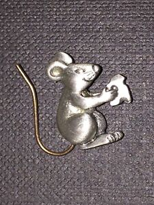 Chelsea pewter mouse pin vintage 1 inch