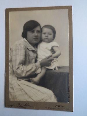 Wien - Frau im Kleid und Kleines Kind - Baby - Portrait / CDV