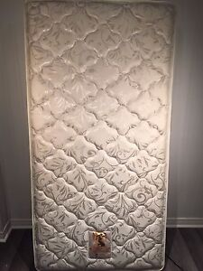 Sealy Mattress Used and in Very good condition