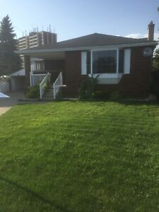 3 Bedroomhouse for rent (main floor)west mountain ALL INCLUSIVE