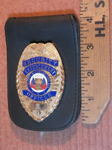 SECURITY ENFORCEMENT OFFICER METAL GOLD TONE BADGE LIBERTY & JUSTICE FOR ALL y1