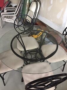 Glass round table with chair