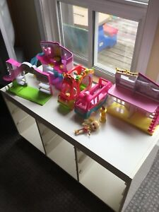Shopkins buildings and vehicles with doll