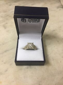 Gold and diamond ring from prouds Cedar Grove Logan Area Preview