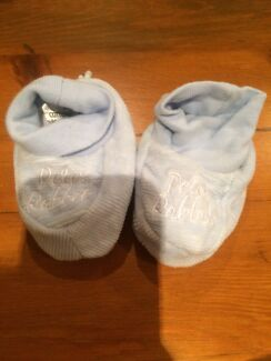 Peter rabbit baby Boys booties socks light blue very good cond 000