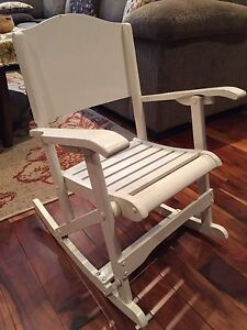 Small Rocking chair. Petite Chaise bercante.