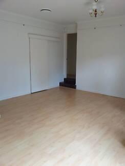 For rent  5 bedroom house in Kaleen Exhibition 10:30am SAT