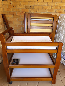 Change table and cot set Kearns Campbelltown Area Preview