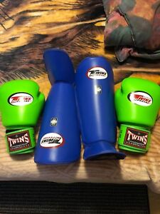 Muay Thai shin guards and gloves !