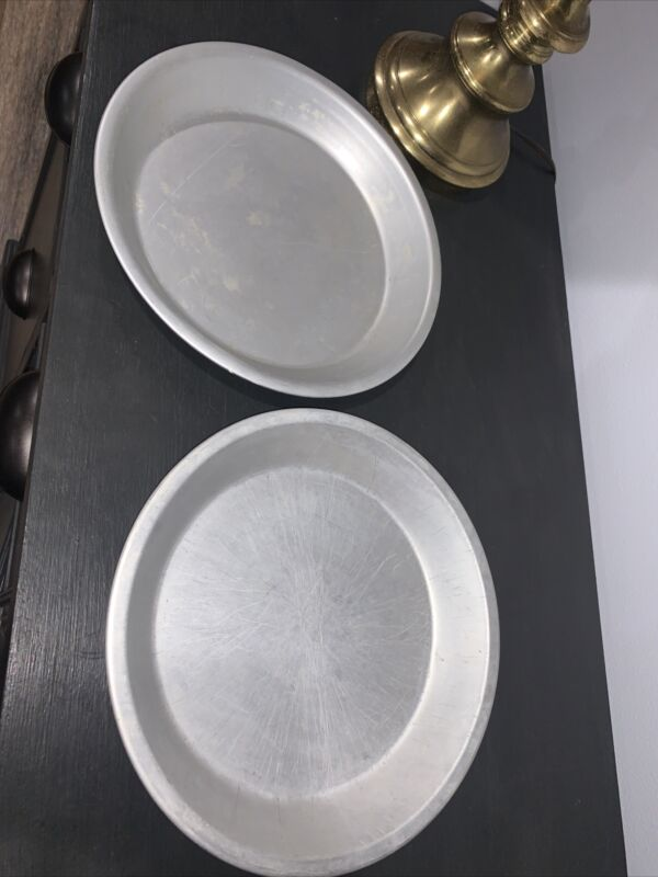 """Set Of 2- Mirro 290 & Wearever 2845 Aluminum  Pie Pans 10"""" x1 1/2"""" Made in USA"""