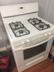 "Frigidaire gas stove 30"" - Free delivery"