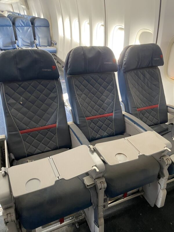 Authentic 747-400 Aircraft Row of 3 Delta Comfort Seats w/TRAYS In the armrests!