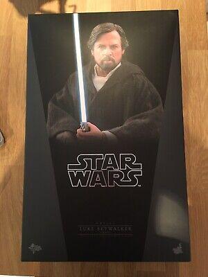 Hot Toys Luke Skywalker Crait The Last Jedi
