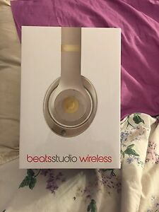 Studio wireless beats