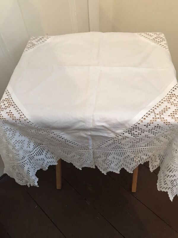 Vintage White Linen And Lace Table Cloth 100x90cm