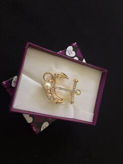 Anchor brooch gold tone with simulated pearls BNIB