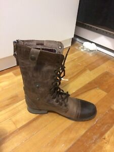 Steve Madden boots very comfy brand new