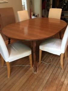 Table - wood dining or kitchen table with removable leafs