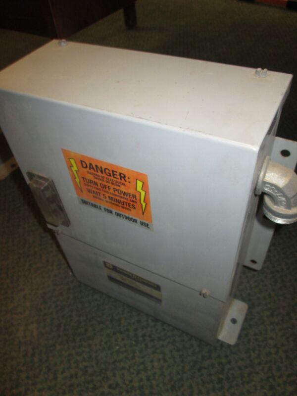 Square D Power Factor Capacitor PFC4002F 2.5KVAR 480V 3Ph Used