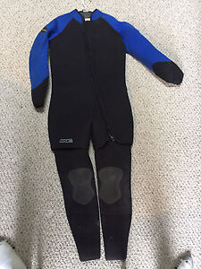 7mm Bare wetsuit, gloves and hood.