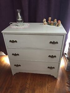 Solid wood Three Drawer Dresser