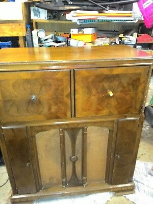 antique zenith cabinet phonograph and police band radio