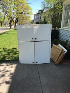Free large cabinet/cupboard