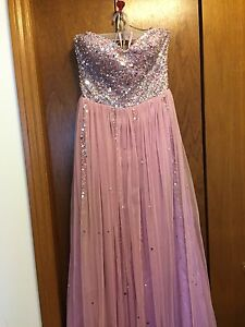Beautiful dress great for prom or for a wedding