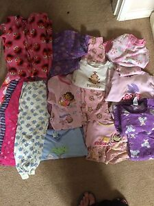 Size 3 baby girls clothes. EUC $40