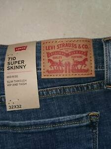 Levi's 710 super skinny jeans new with tags with postage