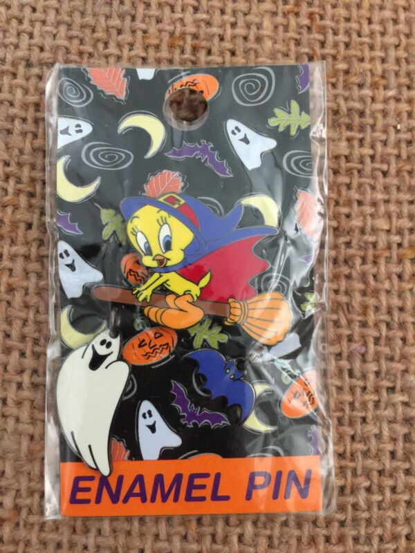 2000 Tweety Bird Witch Pin w/ Dangling Ghost & Bat - Warner Bros. - Looney Tunes