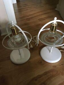 2 lampes de chevet blanches