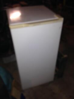 Kelvinator 140 lt freezer $80