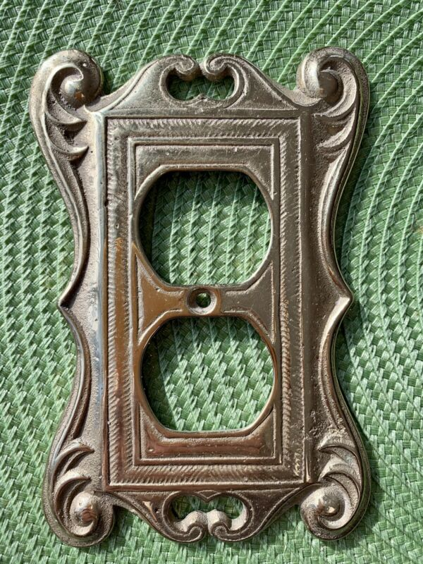 VIRGINIA METALCRAFTERS Brass Outlet Plate Cover. Excellent Condition