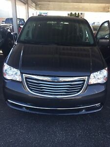 2011 Chrysler town county touring signature series