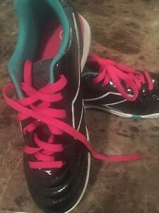Indoor soccer shoes girls size 4