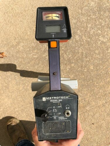 Metrotech 810 Utility Wire / Cable / Pipe Locator Kit
