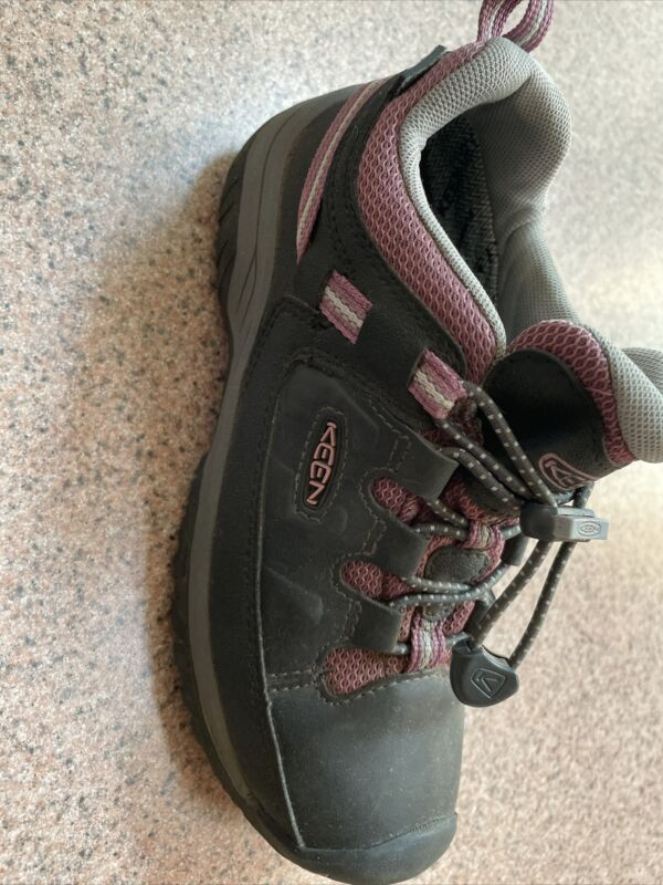 keen kids size 2 hiking shoes black/pink