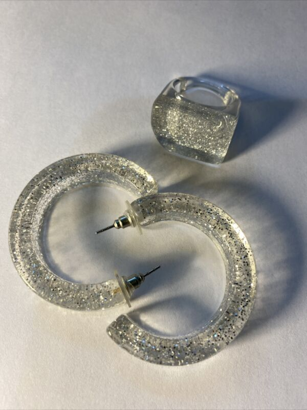 VINTAGE SILVER GLITTER LUCITE CHUNKY HOOPS EARRINGS SET RING SIZE 7 1/2
