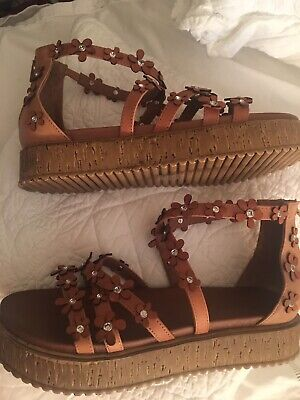 Inuovo Tan Leather Daisy Gladiator Sandals Size 40/7 Brand New!