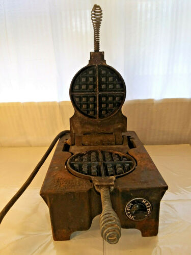 VINTAGE CARBON RUGGED 1 CAST IRON COMMERCIAL MALTED WAFFLE MAKER RARE