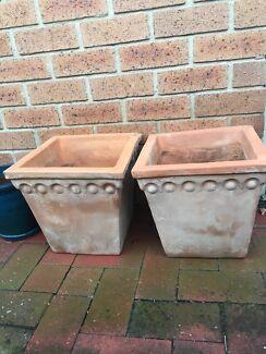 2 large Terra-cotta pots