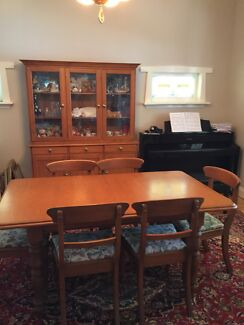 Dining setting with dresser