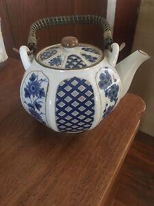 Tea pot vintage Springwood Logan Area Preview