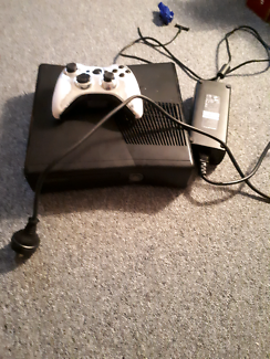 Xbox 360 comes with one controller